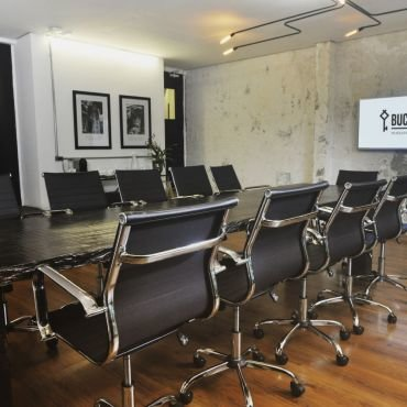 BUCC Magnetic - Meeting room capacity for 14 people - standard format or 20 people - auditorium format.