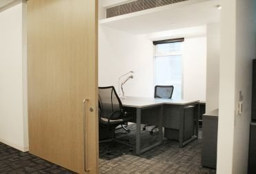 FULLY FURNISHED Designated Desks & Private Offices located in Central